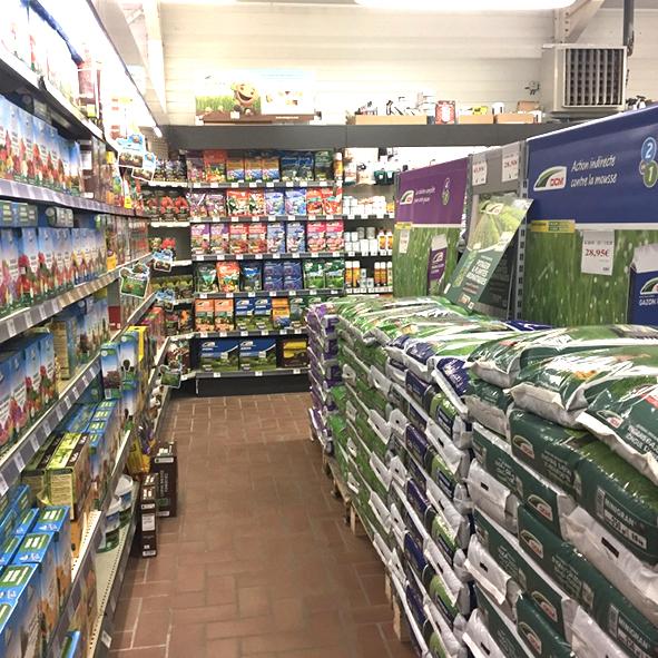 Terraux-produits-phytosanitaire-traitement-plante